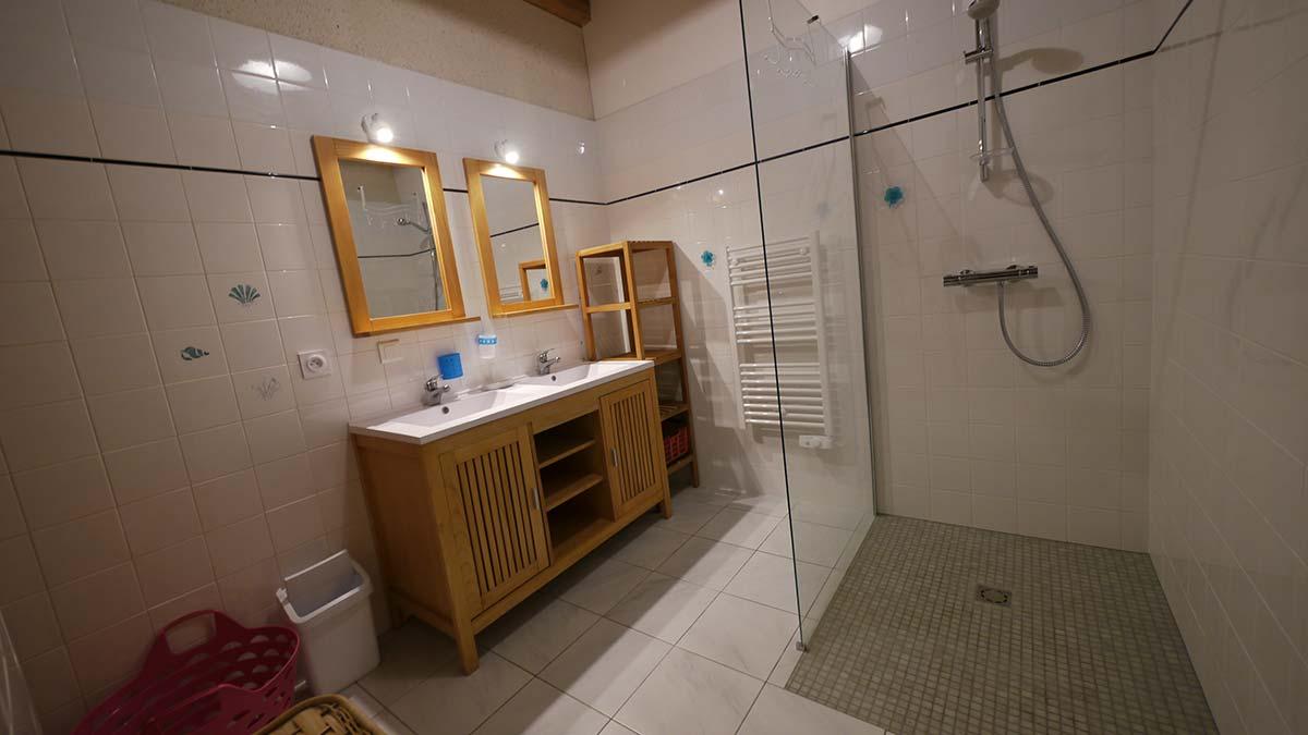 salle d'eau Location gite Garnaud6
