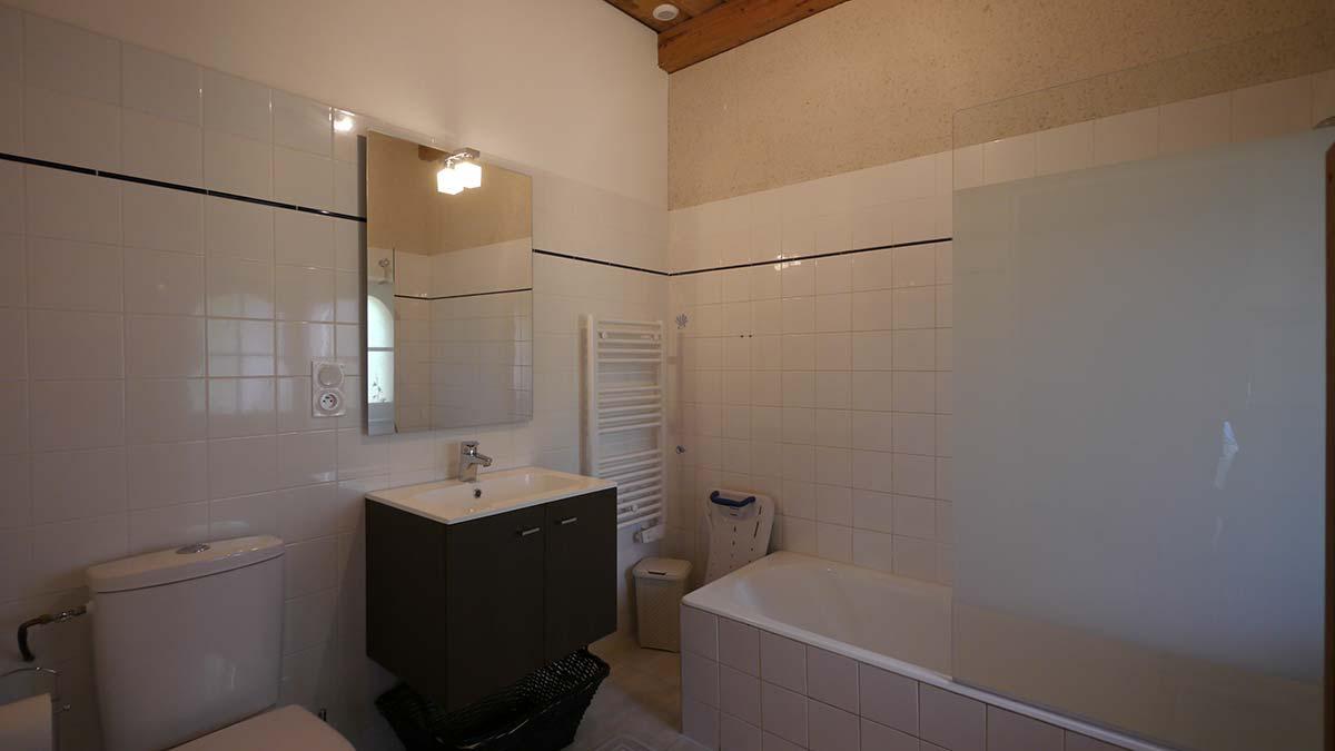 salle de bains Location gite Garnaud6