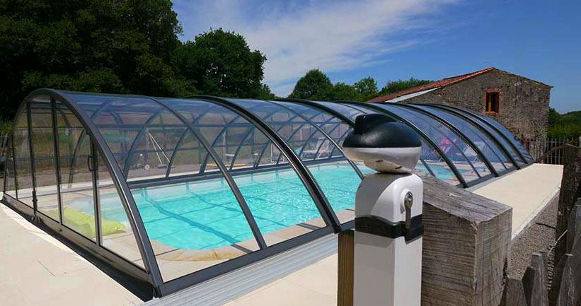 gite avec piscine couverte en vendée